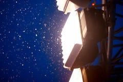 Iluminación de la Plaza Roja de Moscú del Año Nuevo con el fondo intenso de la nieve Imagen de archivo libre de regalías