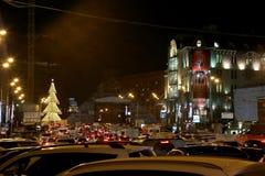 Iluminación de los días de fiesta de la Navidad y del Año Nuevo en la noche en Moscú Fotografía de archivo