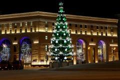 Iluminación de los días de fiesta del Año Nuevo de la tienda de los niños centrales en Lubyanka en la noche, Moscú, Rusia Foto de archivo libre de regalías