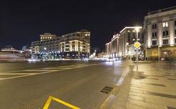Iluminación de los días de fiesta del Año Nuevo de la Navidad y edificio de la Duma de estado de la asamblea federal de la Federa Imagenes de archivo