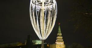 Iluminación de los días de fiesta de la Navidad y del Año Nuevo en la noche, el Kremlin en Moscú, Rusia Foto de archivo libre de regalías