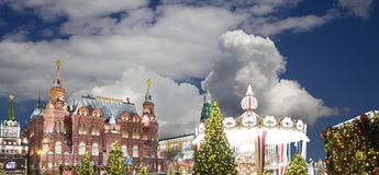 Iluminación de los días de fiesta de la Navidad y del Año Nuevo en la noche, el Kremlin en Moscú, Rusia Fotos de archivo libres de regalías