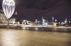 Iluminación de los días de fiesta de la Navidad y del Año Nuevo en la noche, monumento a príncipe santo Vladimir el grande en el  Fotografía de archivo libre de regalías