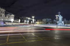 Iluminación de los días de fiesta de la Navidad y del Año Nuevo en la noche, monumento a príncipe santo Vladimir el grande en el  Fotografía de archivo