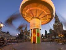 Iluminación de los días de fiesta de la Navidad y del Año Nuevo en la noche, Plaza Roja en Moscú, Rusia Fotos de archivo
