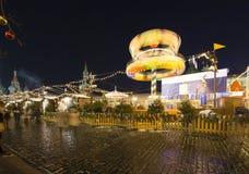 Iluminación de los días de fiesta de la Navidad y del Año Nuevo en la noche, Plaza Roja en Moscú, Rusia Imágenes de archivo libres de regalías