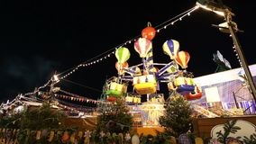 Iluminación de los días de fiesta de la Navidad y del Año Nuevo en la noche, Plaza Roja en Moscú, Rusia metrajes
