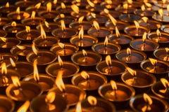 Iluminación de una lámpara para la paz de Shree Boudhanath Katmandu, Nepal Fotos de archivo