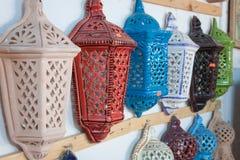Iluminación decorativa en un bazar típico en Túnez, África Foto de archivo libre de regalías