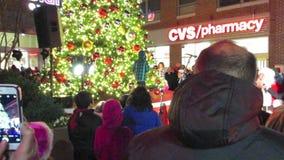 Iluminación del árbol de navidad metrajes