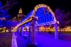 Iluminación del enrejado del día de fiesta: Christopher Columbus Park imágenes de archivo libres de regalías