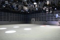 Iluminación del estudio de la TV. Imagenes de archivo