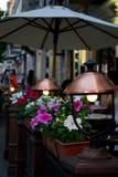 Iluminación del restaurante de la foto por la tarde del verano Fotos de archivo
