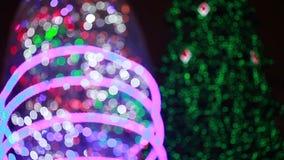 Iluminación en el árbol de navidad almacen de video