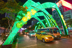 Iluminación festiva en las calles de Saigon Imagenes de archivo