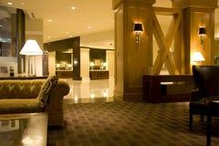 Iluminación interior del pasillo del hotel de lujo Imagenes de archivo