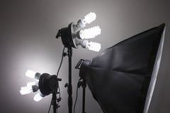 Iluminaci?n del equipo del estudio de la fotograf?a Foto de un espacio emptyEmpty para su texto u objetos foto de archivo libre de regalías