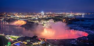 Iluminaci?n en Niagara Falls foto de archivo