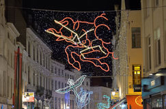 Iluminación colorida de la calle de la Navidad en Bruselas Imagenes de archivo