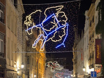 Iluminación de la Navidad por la tarde oscura Foto de archivo libre de regalías