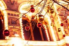 Iluminaciones festivas en las calles de la ciudad La Navidad en Moscú, Rusia Cuadrado rojo Imagen de archivo