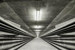Iluminado dentro da ponte moderna Foto de Stock