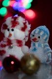 Iluminado dos muñecas del muñeco de nieve Fotos de archivo libres de regalías
