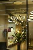 iluminando a janela da loja Fotos de Stock Royalty Free