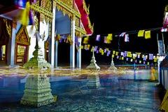 Iluminando a terra traseira preta na cidade de Tailândia foto de stock royalty free