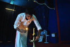 Iluminando um Diya Imagem de Stock