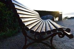 Iluminated唯一长凳背景葡萄酒 库存图片