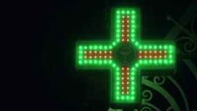Iluminated Groen en Rood Farmaceutisch Kruis Het Teken van de apotheekstraat stock videobeelden