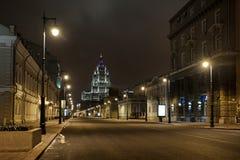 Iluminazioni pubbliche di Malaya Dmitrovka alla notte - Mosca, Russia immagini stock libere da diritti