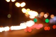 Iluminazioni pubbliche di notte con effetto del bokeh immagini stock libere da diritti