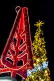 Ilumine acima a árvore de Natal para comemorar o Natal e o festival do ano novo Imagem de Stock