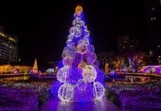 Ilumine acima a árvore de Natal para comemorar o Natal e o festival do ano novo Foto de Stock Royalty Free