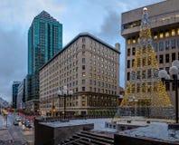 Iluminująca choinka w W centrum Montreal, Quebec -, Kanada obraz stock