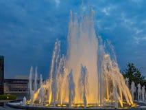 Iluminująca fontanna w Amaliehaven lub Amalie ogródach z O fotografia royalty free