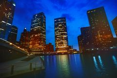 Iluminujący drapacz chmur Chicagowski śródmieście, usa podczas nocy obraz stock