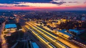Iluminujący dworzec w Tarnowskim, Polska widok z lotu ptaka zdjęcie royalty free