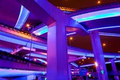 Iluminujący flyovers, Szanghaj, Chiny fotografia stock