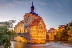 Iluminujący historyczny urząd miasta Bamberg obraz royalty free