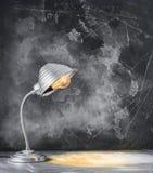 Iluminujący Lampowego czerni biurka pojęcie szkoła Z powrotem fotografia stock