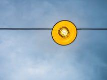 Iluminujący oświetlenie z niebieskim niebem Obrazy Stock