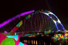 Iluminujący Osthafenbruecke podczas Luminale 2014 zdjęcie royalty free