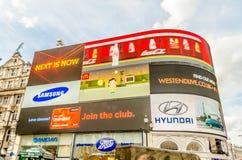 Iluminujący podpisuje wewnątrz Piccadilly cyrka, Londyn Fotografia Royalty Free