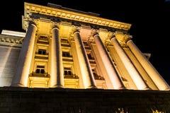 Iluminujący rada ministrów budynek w Sofia, Bułgaria obrazy royalty free