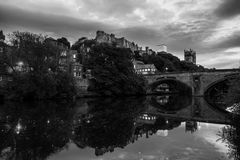 Iluminujący uniwersytet w Durham i kasztel, UK Popularni punkty zwrotni zdjęcie royalty free
