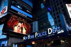 Iluminujący times square, Miasto Nowy Jork - z NYPD znakiem Zdjęcie Stock