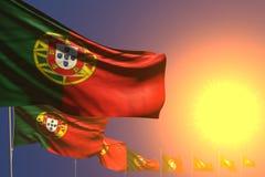 Ilustração bonito da bandeira 3d do dia do hino - muitas bandeiras de Portugal no por do sol colocaram diagonal com foco seletivo ilustração royalty free